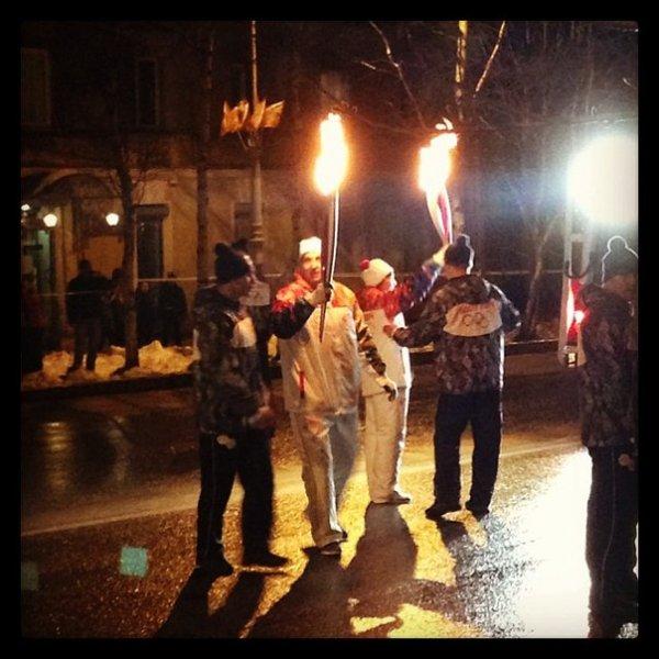 Передача олимпийского огня!!! Дух захватывает!!!!